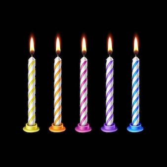 Velas aniversário chama fogo luz isolada