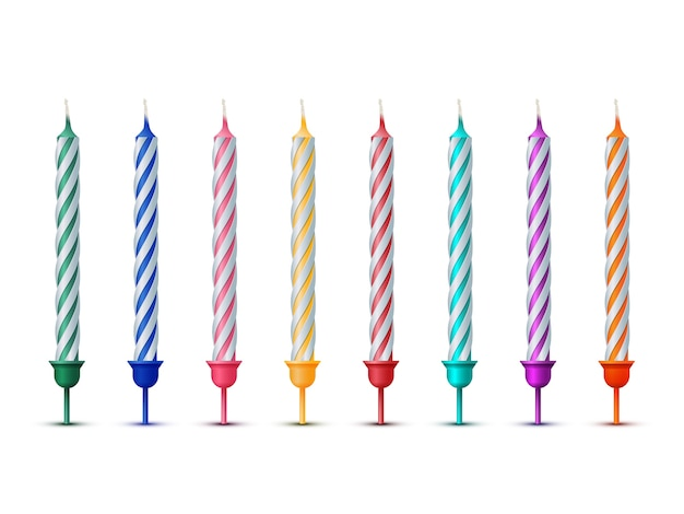 Velas de aniversário coloridas isoladas no fundo branco.