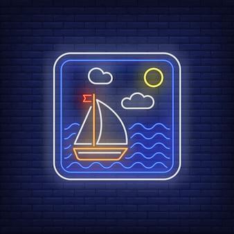 Veleiro em sinal de néon de quadro de mar