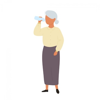 Velha mulher beber água de garrafa