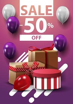 Venda, até 50% de desconto, banner vertical da web com balões e presentes