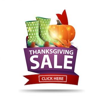 Venda de ação de graças, banner web isolado com fita, botas de borracha, abóbora, cogumelos e folhas de outono.