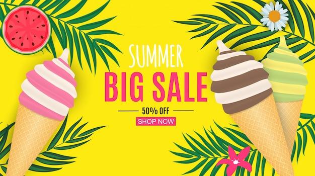 Venda de verão abstrata com folhas de palmeira e sorvete.