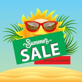 Venda de verão, cartaz de desconto especial com sol dos desenhos animados em óculos de sol