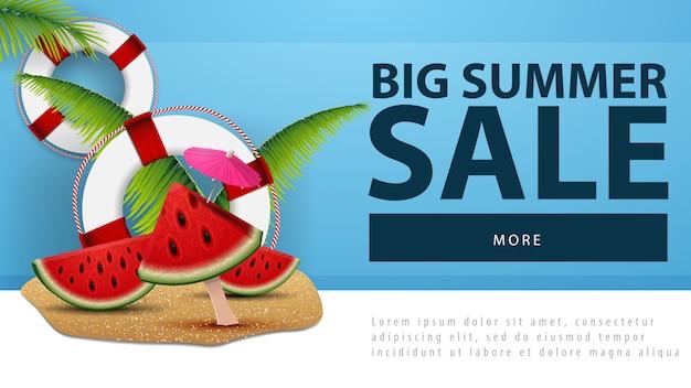 Venda de verão grande, banner de desconto web com fatias de melancia
