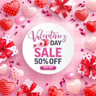 Venda do dia dos namorados com 50% de desconto em banner com caixa de presente fofa, corações doces e elementos de dia dos namorados em rosa