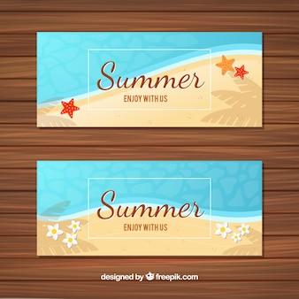 Verão, bandeiras, mar, areia