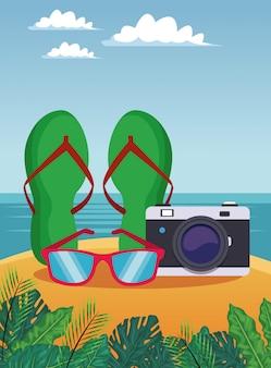 Verão e câmera com óculos de sol