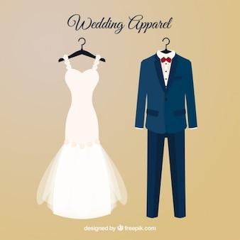 Vestido brid e terno do casamento com cabides