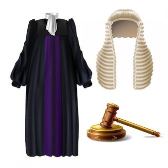 Vestuário cerimonial de juiz e martelo de madeira