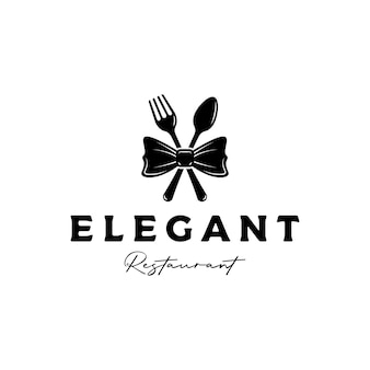 Vetor de design de logotipo de restaurante de silhueta elegante e luxuoso com gravata borboleta, garfo e colher