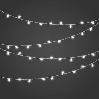 Vetor de guirlanda de iluminação diferente em fundo escuro. coleção de vetores de luzes de natal. lâmpadas brilhantes projetadas ou definidas