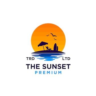 Vetor de ilustração de design de logotipo de praia do pôr do sol