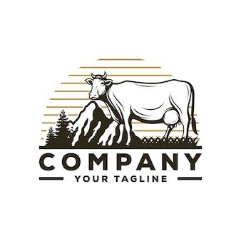 Vetor de logotipo incrível vaca fazenda