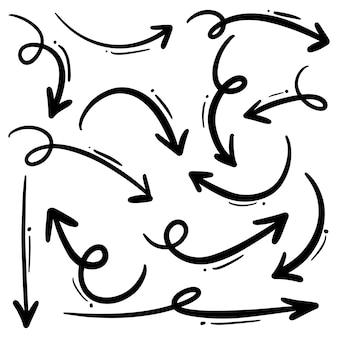 Vetor de setas desenhadas mão com estilo doodle isolado