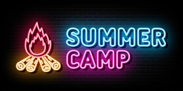 Vetor de sinais de néon do logotipo do acampamento de verão