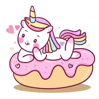 Vetor de unicórnio bonito nos desenhos animados de bolo