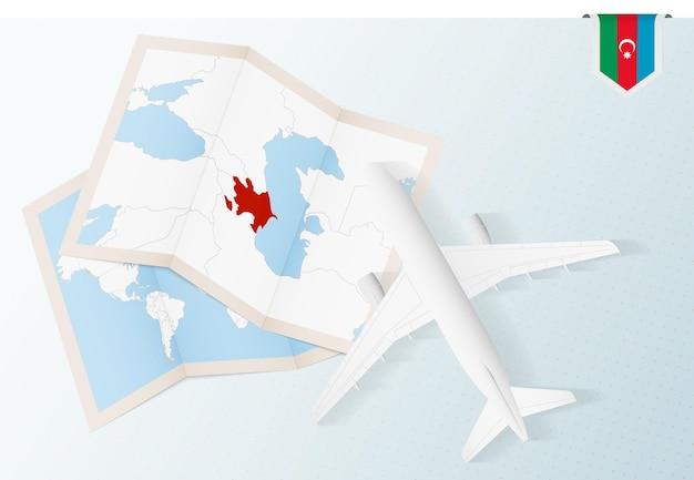 Viagem ao azerbaijão, avião com vista superior e mapa e bandeira do azerbaijão.