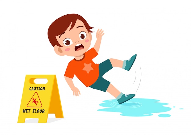 Viagem de menino bonito choque sobre o chão molhado
