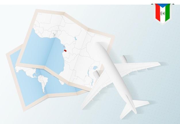 Viagem para a guiné equatorial, avião com vista superior com mapa e bandeira da guiné equatorial.