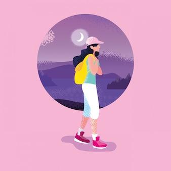 Viajante da mulher na cena roxa da natureza da paisagem
