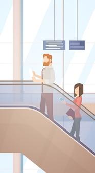 Viajante, pessoas, corredor aeroporto, parta terminal, viagem, bolsa bagagem, mala, passageiro, cheque, em, lugg