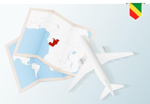 Viajar para o congo, avião de vista superior com mapa e bandeira do congo.