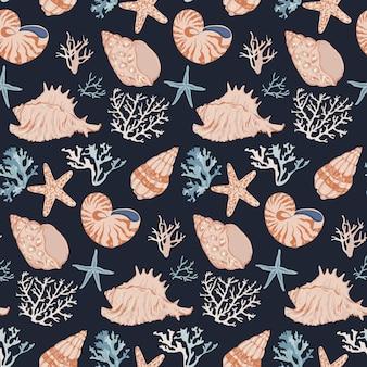 Vida marinha subaquática desenhada de mão. padrão sem emenda de corais e conchas.