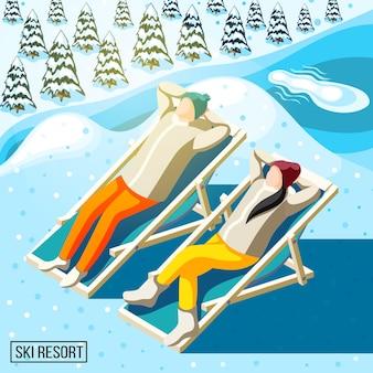Visitantes da estação de esqui durante o banho de sol no fundo