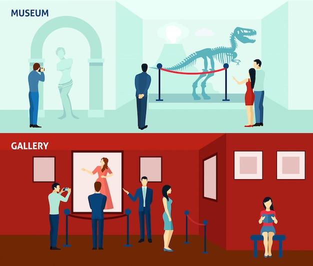 Visitantes do museu 2 cartazes de bandeiras plana