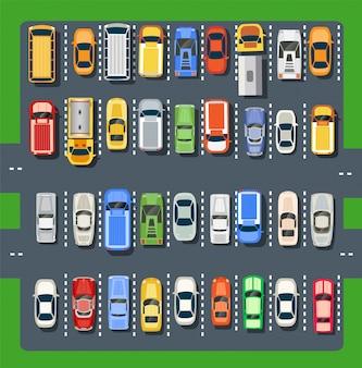 Vista de cima de um estacionamento da cidade com um conjunto de carros diferentes