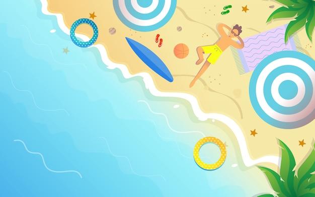 Vista para a praia com um fundo turístico, aproveitando as férias de verão