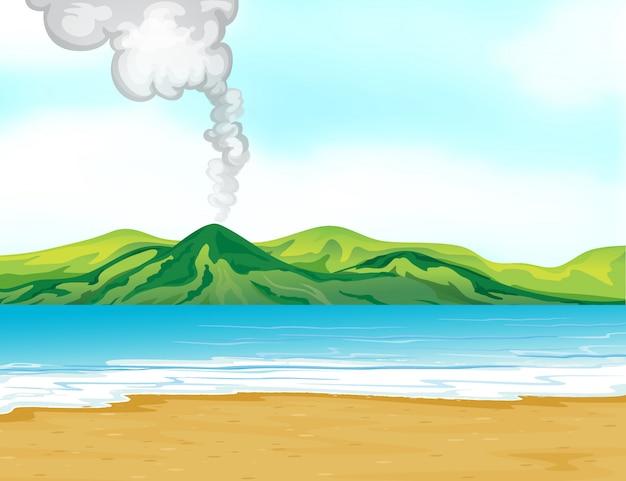 Vista para a praia perto de um vulcão