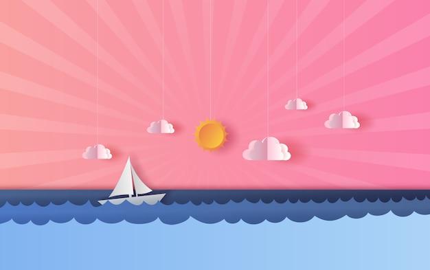 Vista para o mar com um barco à vela flutuante ao pôr do sol claro
