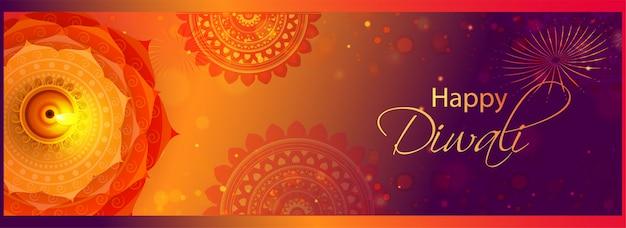 Vista superior da lâmpada de óleo iluminada (diya) no efeito bokeh de padrão de mandala para comemoração feliz diwali.