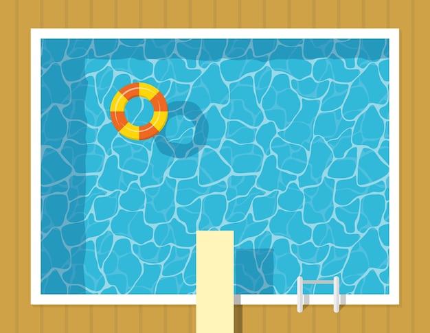 Vista superior da piscina com aro inflável e trampolim. férias de relaxamento e lazer em águas azuis