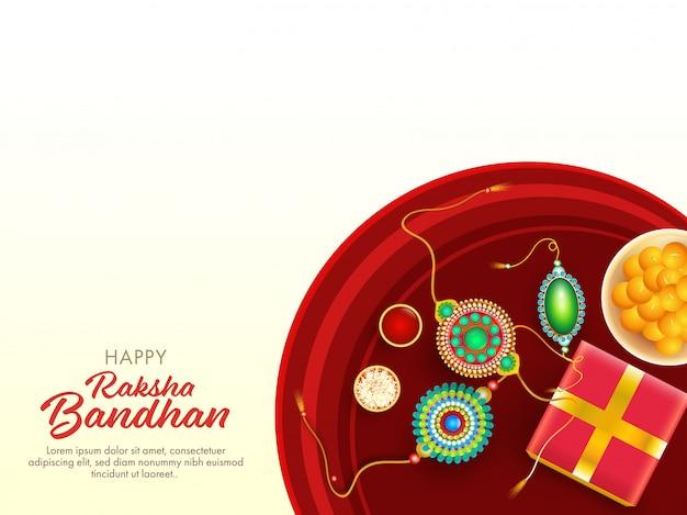 Vista superior da placa decorativa rakhi com caixa de presente para a feliz celebração de raksha bandhan.