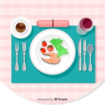 Vista superior de pratos de frutos do mar na mesa do restaurante
