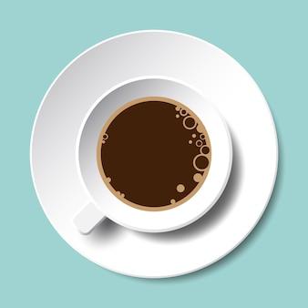 Vista superior do copo de café isolada. branca xícara de café preto com bolhas e pires.