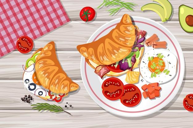 Vista superior do croissant com elemento alimentar na mesa