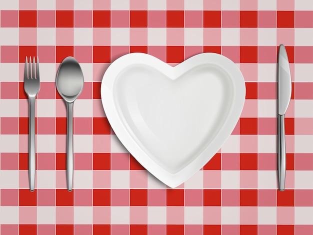 Vista superior do prato, garfo, colher e faca em forma de coração