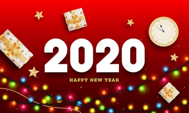 Vista superior do relógio com caixas de presente e guirlanda de iluminação colorida decorada em vermelho para a celebração do feliz ano novo de 2020.