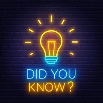 Você sabia sinal de néon com lâmpada no fundo da parede de tijolo.