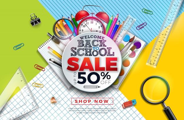 Volta ao banner de venda de escola com lápis colorido, despertador, escova e outros itens de aprendizagem