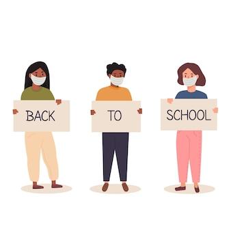 Voltar para a escola após o conceito de pandemia. diversidade de alunos de crianças e alunas de diferentes etnias, juntos segurando o cartaz. adolescentes da moda usando máscara facial com banners