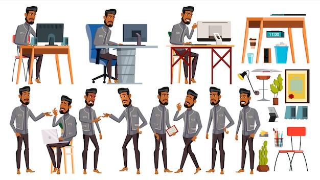 Worke do escritório do homem árabe