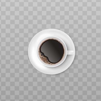 Xícara branca de café preto com espuma realista