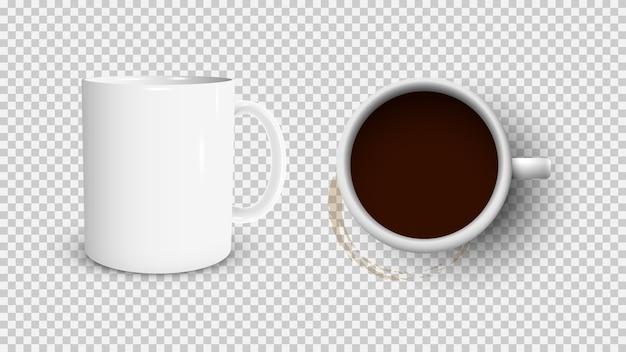 Xícara de café branca e copo branco vista do topo e mancha de café