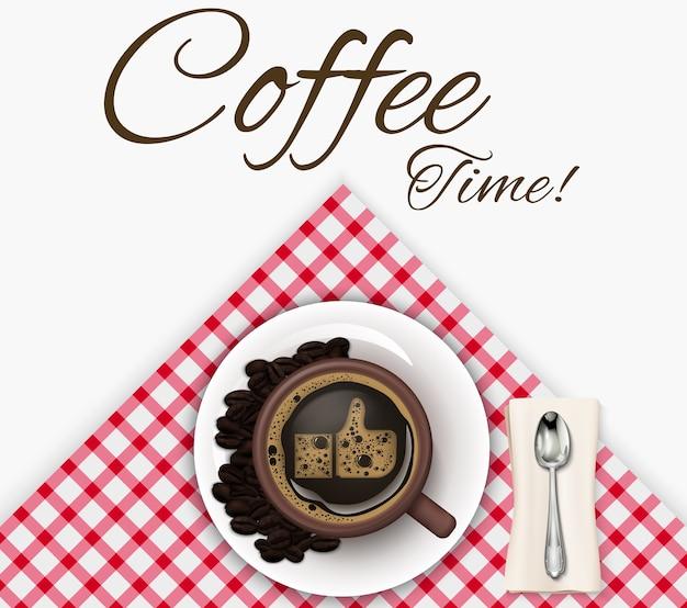 Xícara de café com grãos de café e colher em uma toalha de mesa