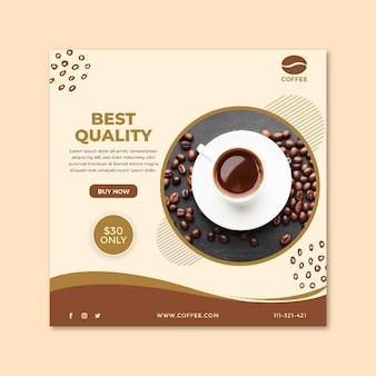 Xícara de café da melhor qualidade e flyer quadrado em grãos